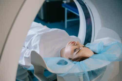 Tietokonetomografian käyttötavat, toiminta ja riskit